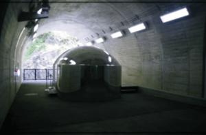 トンネル内のトイレ